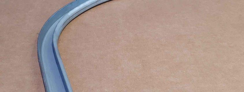 17 Profilo porte basculante container ferro